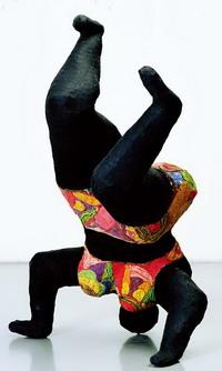Nana noire upside down de Niki de Saint-Phalle 1965 au Mamac de Nice