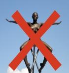 Une femme nue fait scandale sur une plage azuréenne