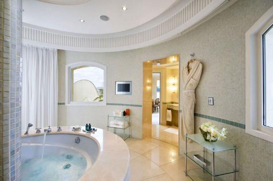 Salle de bain de la suite Sean Connery