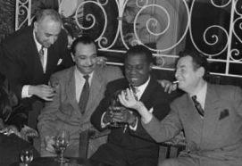 Earl Hines, Jack Teagarden, Jacques Bureau, Lucille Armstrong, Mezz Mezzrow, Django Reinhardt, Louis Armstrong & StepDaDaDhane Grappelli, Nice 1948 - copie