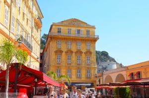 Le palais Caïs de Pierlas, résidence de Matisse, tout au bout du Cours Saleya.