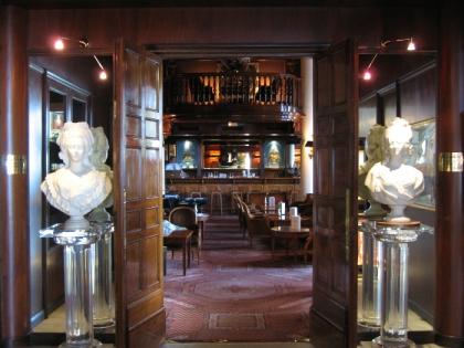 Le Relais, so british et  so cosy bar du Negresco.