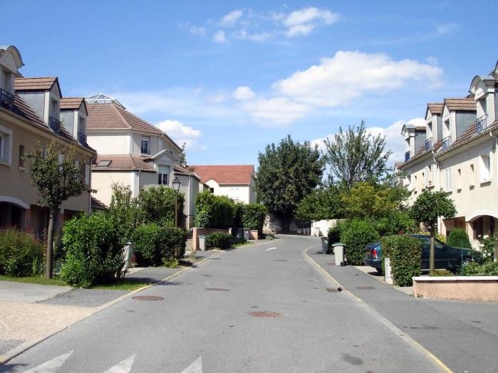Roissy-en-France, 9e destination préférée des touristes étrangers selon hotels.com..... sans doute à cause de son célèbre chemin des Tournelles (en photo ici).