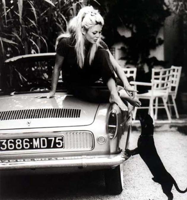 1959 Cadeau de la Régie pour Brigitte Bardot, cette Floride « blanc Kilimandjaro » lui fut livrée à Nice lors du tournage de « Voulez-vous danser avec moi »