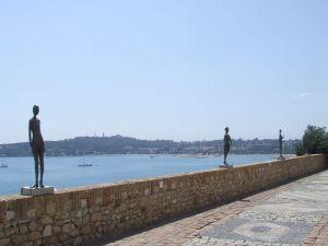 Les statues de Germaine Richier sur la terrasse du Musée Picasso à Antibes. Y aller rien que pour ça, ça vaut le coup !!