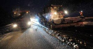le-chasse-neige-a-l-oeuvre-sur-l-a89-jeudi-soir-a-hauteur-de-noiretable-photo-remy-perrin