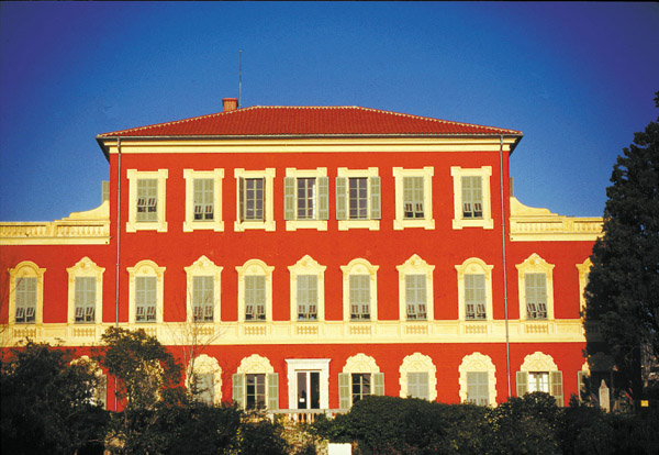 Façade avec trompe-l'oeil du musée Matisse de Nice