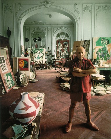 Picasso dans sa villa de Cannes en 1956