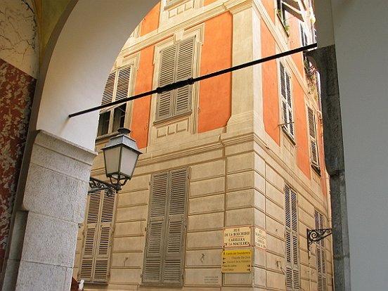 Rue de la Boucherie, porte Fausse dans le Vieux Nice