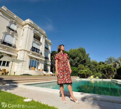 Pablo Picasso l'achète en 1955 et s'y installe avec Jacqueline Roque jusqu'en 1961 quand la construction d'un immeuble vient lui gâcher la vue sur la baie de Cannes. Il déménage alors à Notre-Dame-de-Vie sur les hauteurs de Mougins.