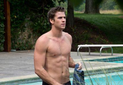 Le surfer Liam Hemsworth qu'on a repéré dans Hunger Games n'est plus avec Miley Cyrus...