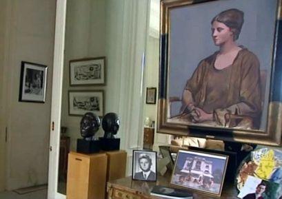 La villa de la Californie, devenue pavillon de Flore de nos jours, avec le portrait d'Olga Khokhlova, grand-mère de Marina Picasso