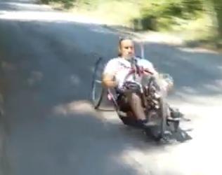 Laurent Bardin s'entraînant pour l'Ironman de Nice 2015 (Capture d'écran du reportage de France 3)