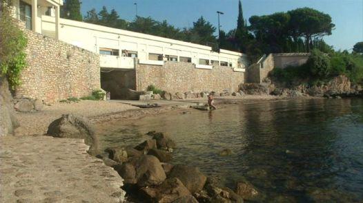 Capture d'écran d'une vidéo de l'AFPTV montrant la plage de Vallauris, le 18 juillet 2015 (Photo AFP)