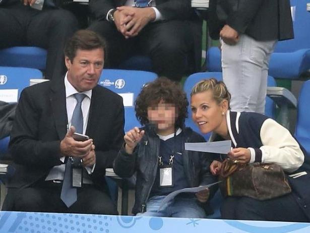 Christian Estrosi, Milan et sa maman Laura Tenoudji, lors du match du 1/4 de finale de l'Euro à Nice