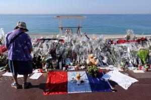 memorial-en-hommage-aux-victimes-de-l-attentat-sur-la_1068790
