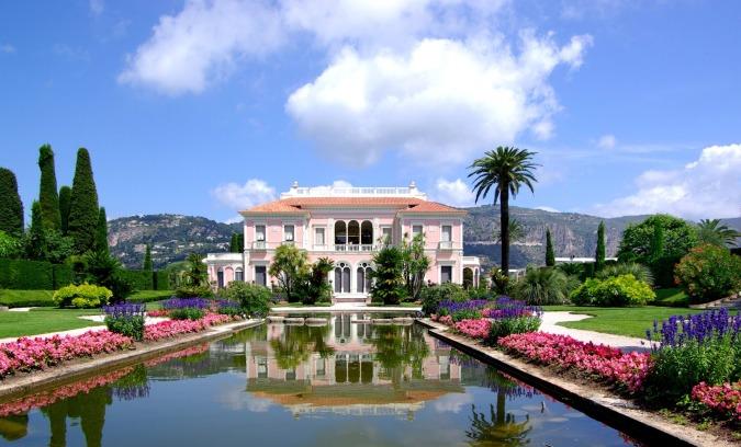 Villa Ephrussi de Rothschild à Saint-Jean-Cap-Ferrat, une magnifique villa a visiter tout près de Nice, et où aura lieu le Bal de la Baronne Béatrice.