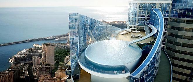 À Monaco, aux 4 derniers étages de la Tour Odéon qui en compte 45, l'appartement le plus cher du monde est mis en vente à 300 millions d'euros.