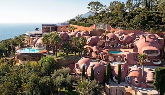 Le Palais Bulle à Théoule-sur-mer est également à vendre pour des queues de cerise à 200 millions