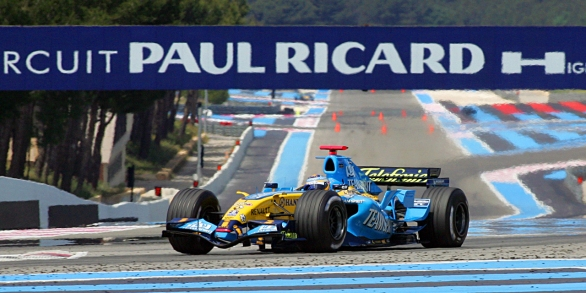 Spanish Fernando Alonso makes a trial lap in a Renault 16 May 2006 on the Paul Ricard circuit at Le Castellet, before the Monaco Grand Prix. AFP PHOTO ANNE-CHRISTINE POUJOULAT / AFP PHOTO / ANNE-CHRISTINE POUJOULAT